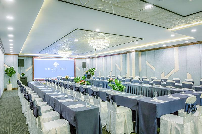 Tổ chức hội thảo tại khách sạn Gracy R & J Hồ Chí Minh