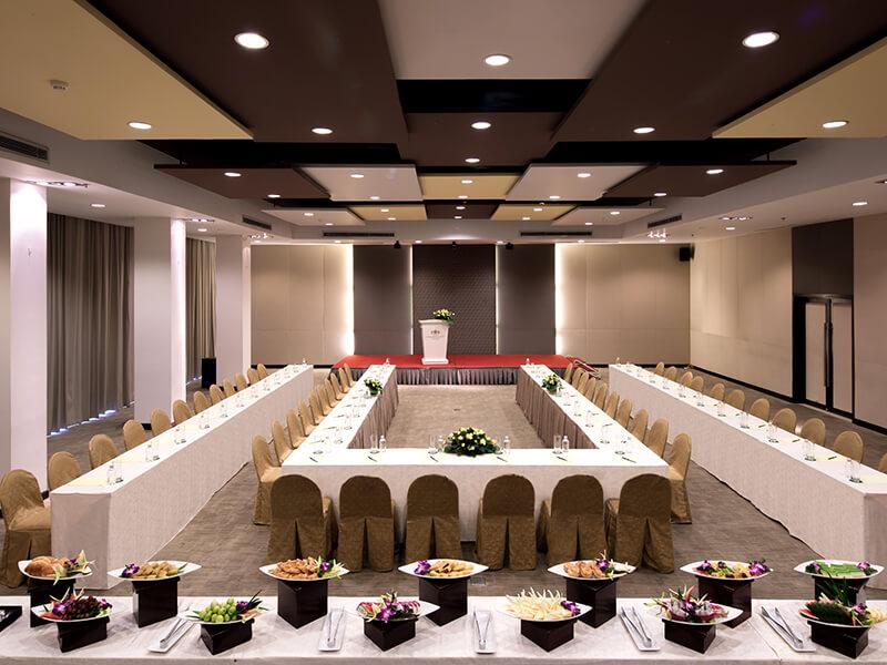 Tổ chức hội thảo tại khách sạn Palace Hồ Chí Minh