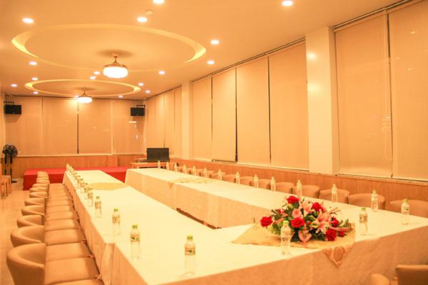 Hội thảo tại khách sạn Hoàng Yến (Cẩm Đô cũ)