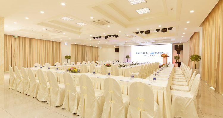 Hội thảo tại khách sạn Ninh Kiều Riverside ****