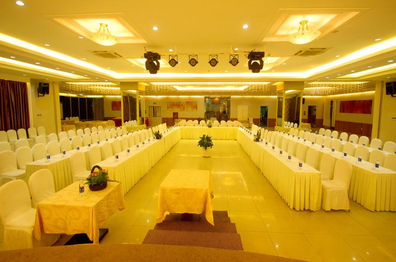 Hội thảo tại khách sạn The Light Nha Trang